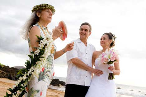 Beach wedding with Rev Diana George - Photo by Joe D'Alessandro Photography