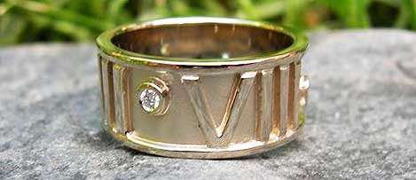 Roman Numeral 808 Ring in 14K Yellow Gold