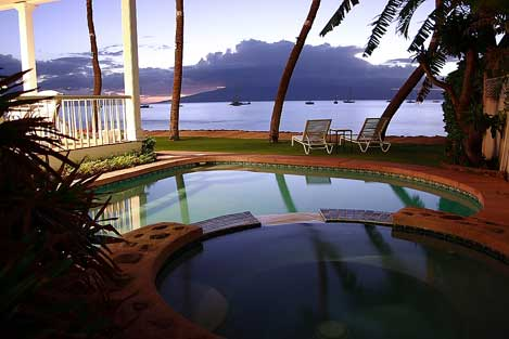 Heart-shaped pool at Lahaina Oceanfront Estate
