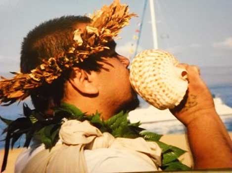 Kahu blowing the conch shell