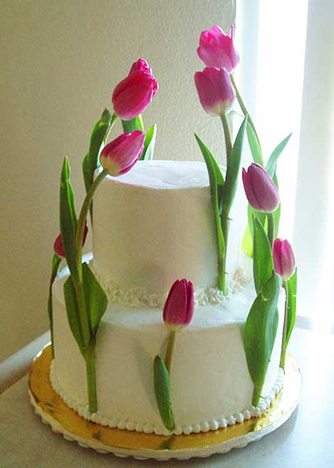 Tulip wedding cake from Ghiselani Designer Wedding Cakes